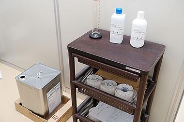 希釈された消毒用エタノール。医療機関をはじめ、高齢者施設や教育施設などに配布された