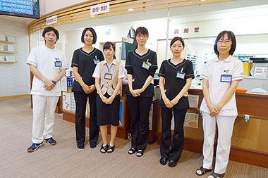 フロンティア店のスタッフ。薬剤師・管理栄養士が連携して薬と食事に関する様々なサポートを行っている
