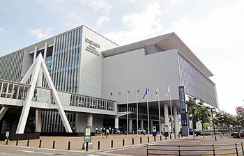 現地開催であれば使用する予定だった福岡国際会議場